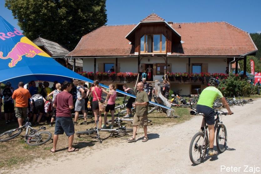 """Idilična kmetija preurejena v kolesarski hotel, bolj znan pod imeno """"Pri Dixiju"""" bo znova gostila slovensko enduro sceno"""